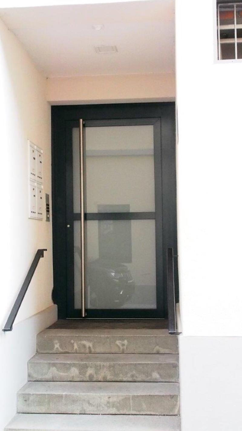Eingangstür aus Stahl, GH Hueblin, Frauenfeld, Winterthur_FMT Metall Technik AG