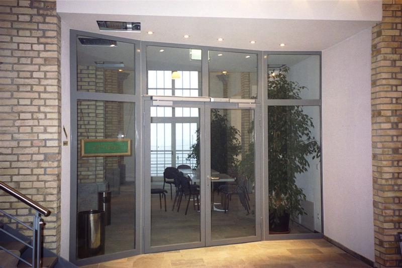 Eingangstür aus Stahl, Golfclub Schloss Goldenberg_FMT Metall Technik AG