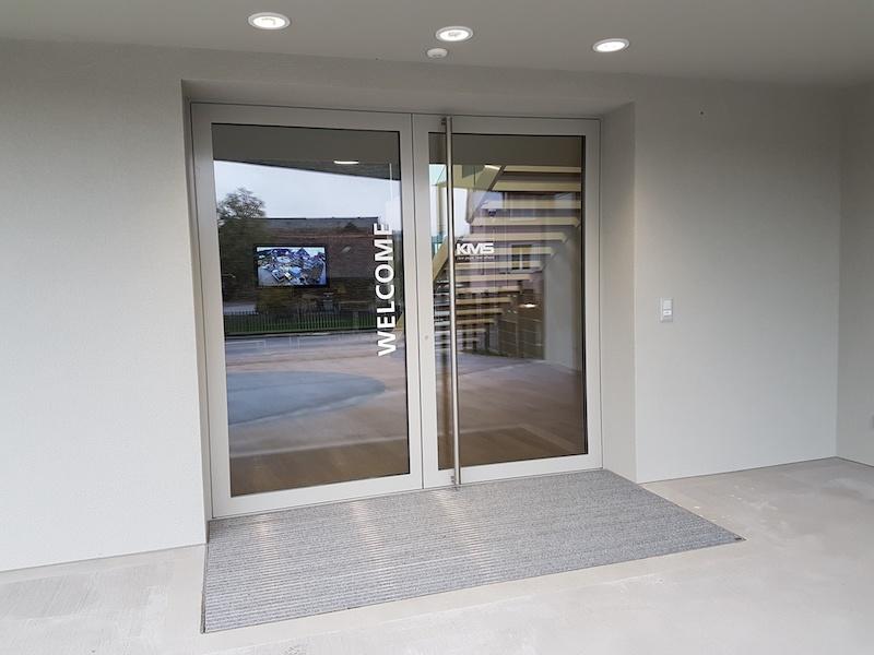 Aluminiumtüren als Eingangstür