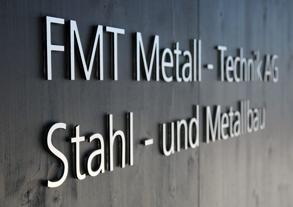 FMT Metallbau AG Schrift an der Wand